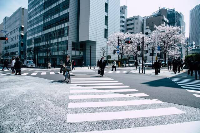 Mensen in de straat van de stad